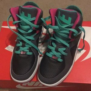 Nike Shoes - Nike Court Invader
